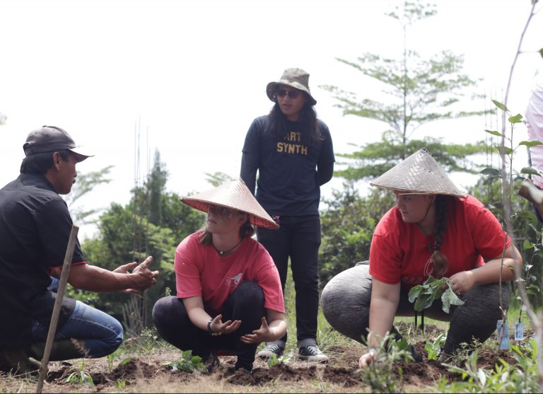Excursion conservation planting IFLI Students